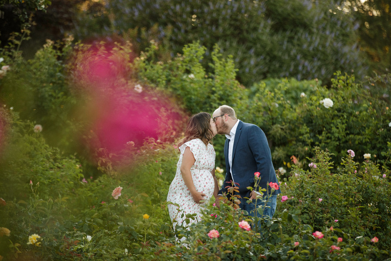 Outdoor maternity session at Heather Farm in Walnut Creek